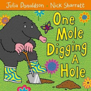one-mole-digging-a-hole-ingles-divertido